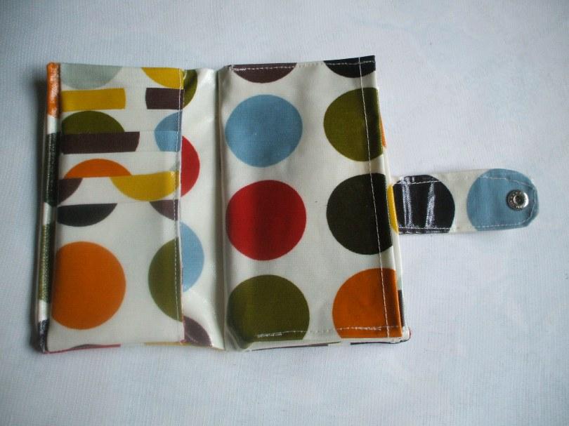 Medium Spot Olive Wallet
